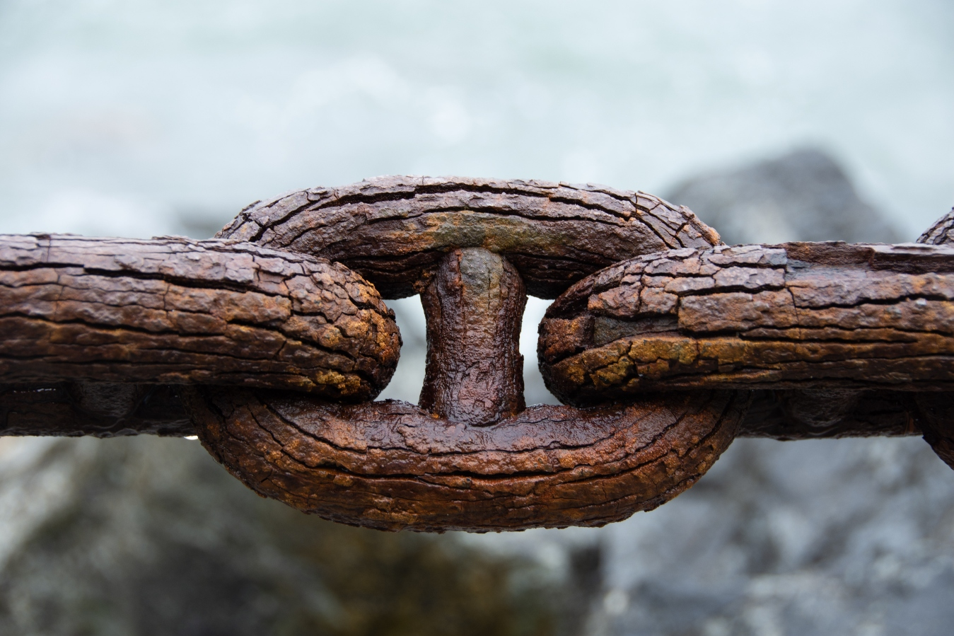 wooden-chain-links-slightly-cracking