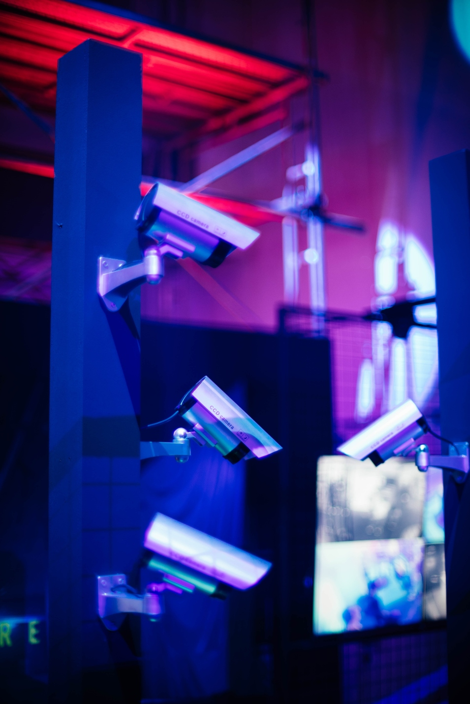 security-cameras-in-night-club