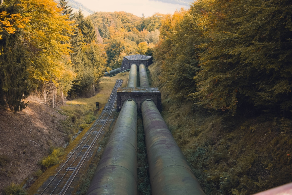 water-pipeline-in-valley