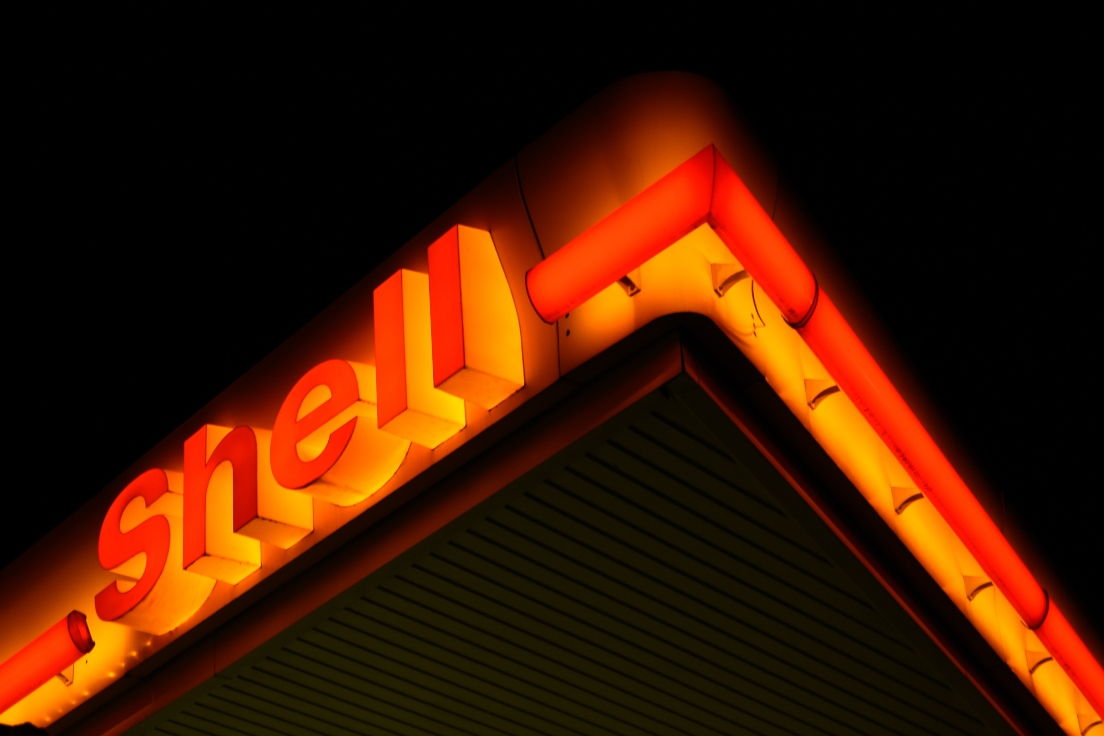 shell-neon-sign-gas-station