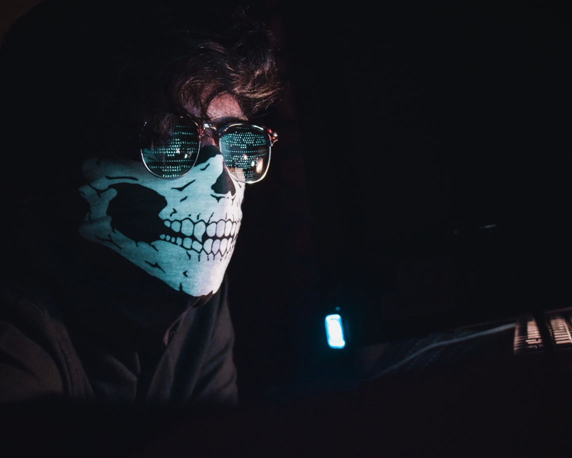 hacker-with-skull-mask