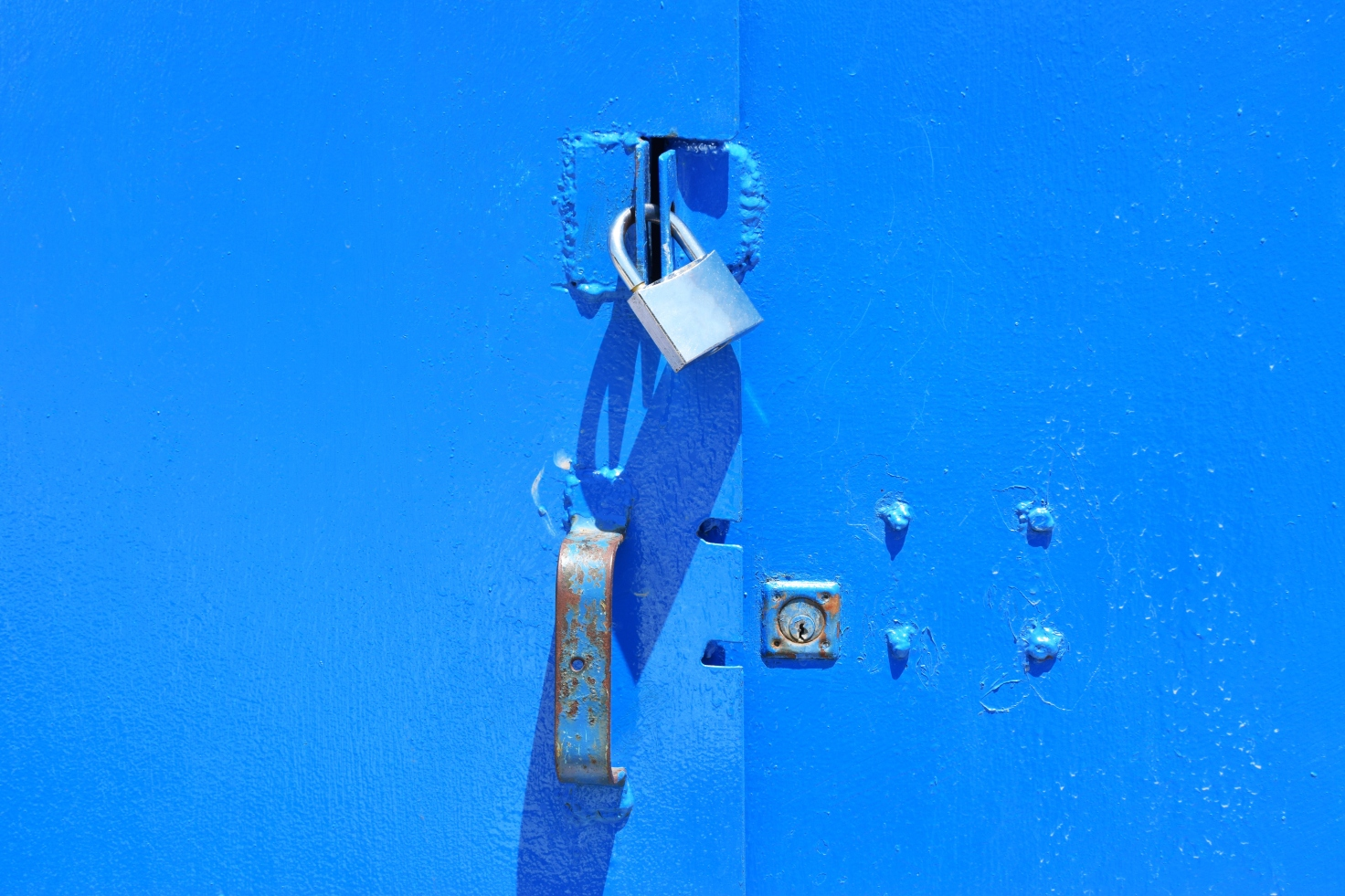 lock-on-blue-gate